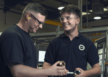 What are the 5 benefits of an engineering apprenticeship?